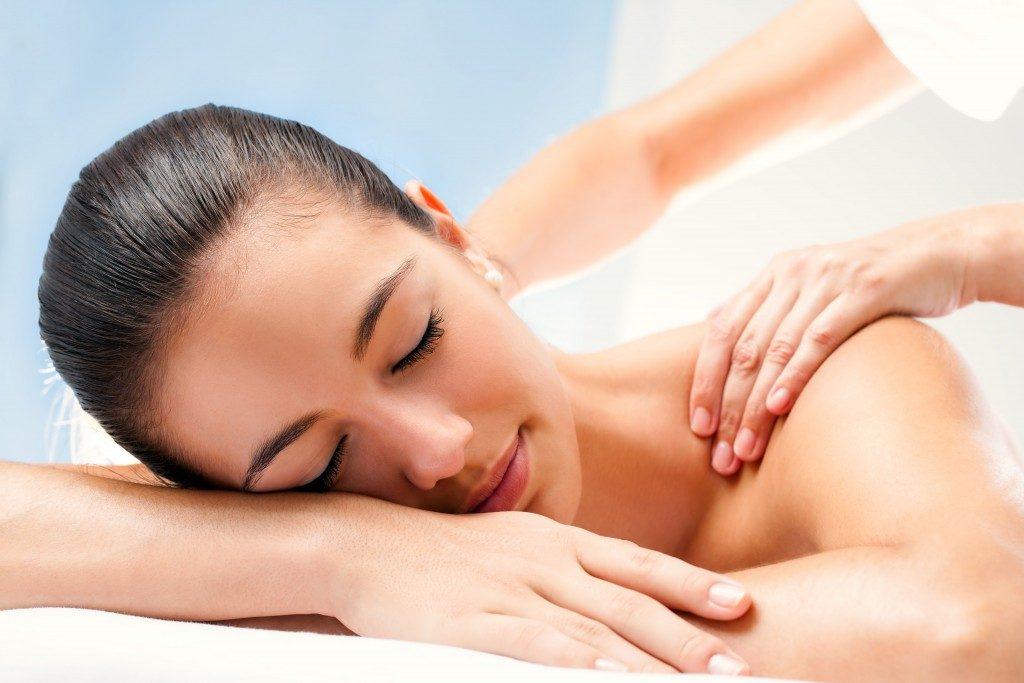 Shoulder well point massage