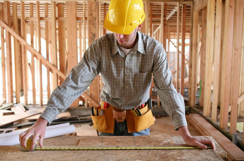 building contractor measuring